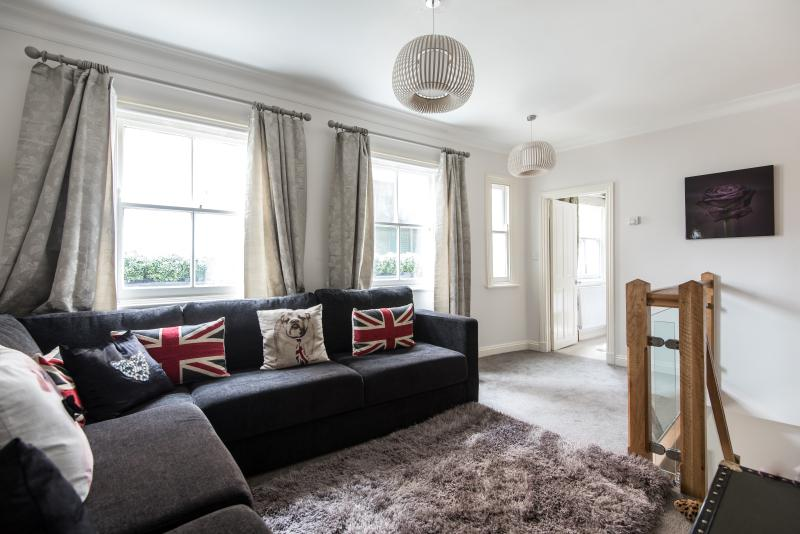 One Fine Stay - McLeod's Mews apartment - Image 1 - London - rentals