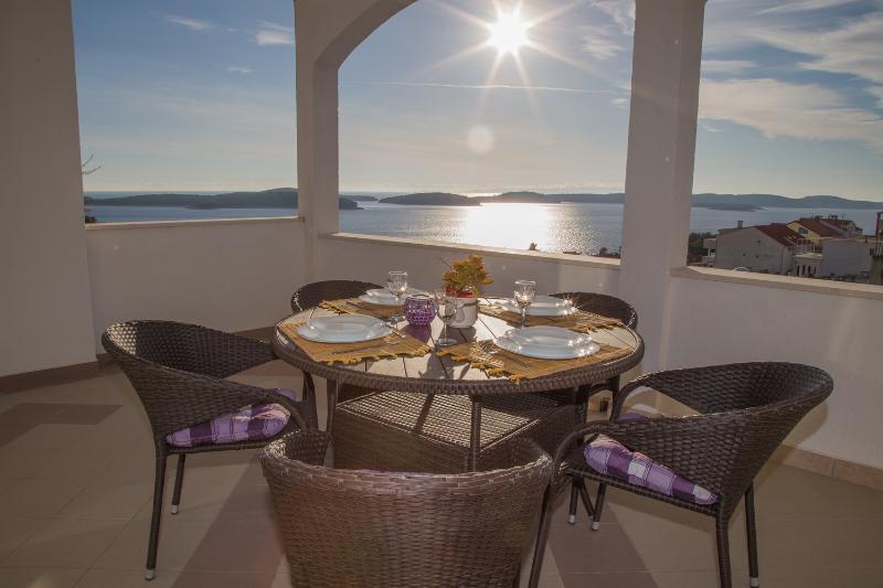 The sun on the terrace - Apartments Biba Hvar - Hvar - rentals