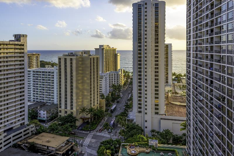 Beautiful ocean-view from the Lanai, walking-distance from world-famous Waikiki! - AWESOME UPDATED OCEAN VIEW CONDO - Honolulu - rentals