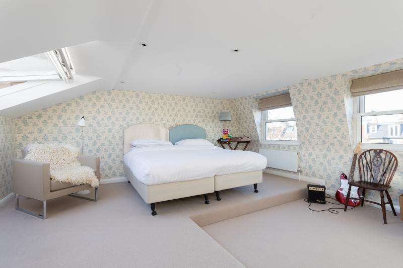 onefinestay - Poplar Grove private home - Image 1 - London - rentals