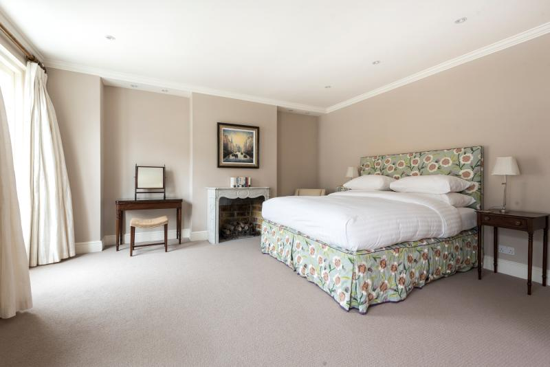 onefinestay - Princes Gate Mews private home - Image 1 - London - rentals