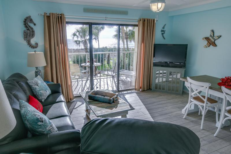Stunning 2nd floor Gulf Front condo with Shabby/coastal chic  decor - Cancellatio: Aug 14-18 & Aug 21-28+ Beach Service. - Panama City Beach - rentals