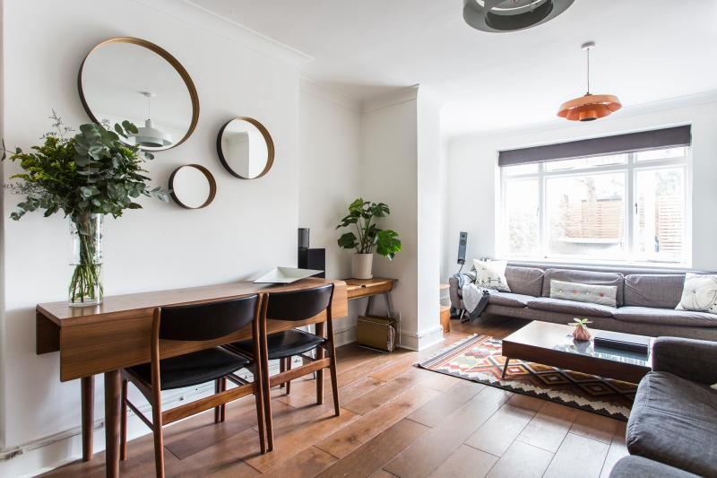 One Fine Stay - Richmond Crescent apartment - Image 1 - London - rentals