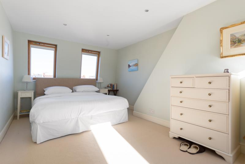 One Fine Stay - Rosedew Road apartment - Image 1 - London - rentals