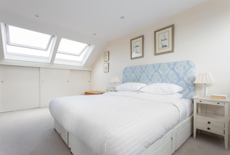 onefinestay - Silverton Road private home - Image 1 - London - rentals