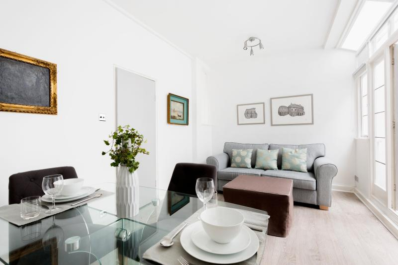 One Fine Stay - St. Michael's Street apartment - Image 1 - London - rentals