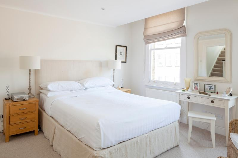 One Fine Stay - Windmill Road apartment - Image 1 - London - rentals