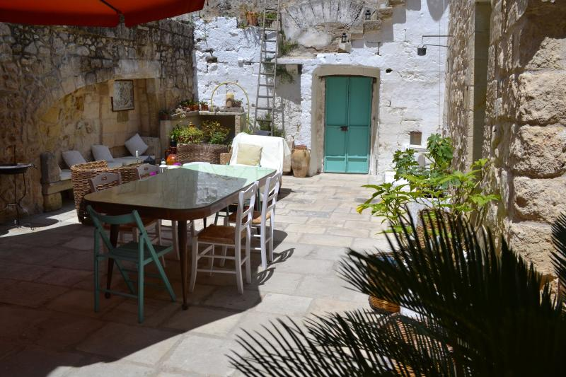 Main courtyard Salento Guesthouse B&B - Salento Guesthouse Bed and Breakfast - Carpignano Salentino - rentals