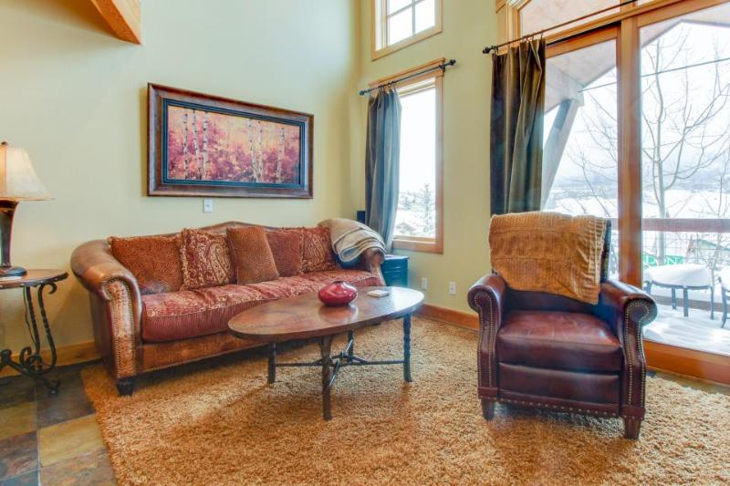 Mountain view townhome with a shared hot tub & private deck! - Image 1 - Dillon - rentals