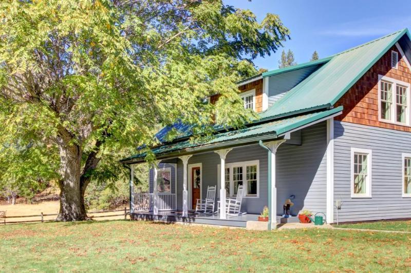 Historic waterfront farmhouse w/river access & mountain views, dogs OK! - Image 1 - Klickitat - rentals