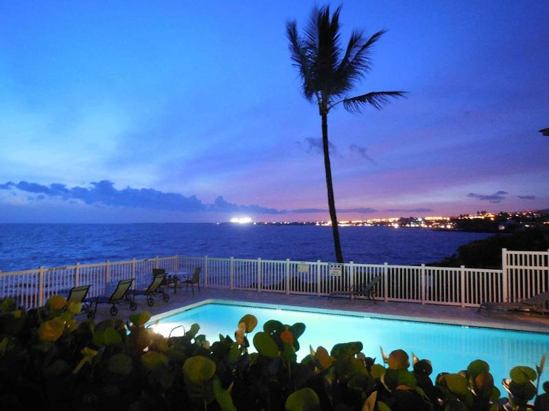 Sunset from lanai - Spacious Oceanfront 2-bed 2-bath Condo - Kailua-Kona - rentals