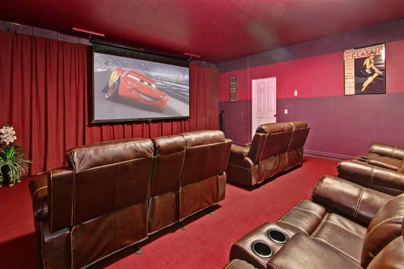 Home Theater - AtleisureVilla- 8Bed rooms,5 Kings, Home Theater. - Davenport - rentals
