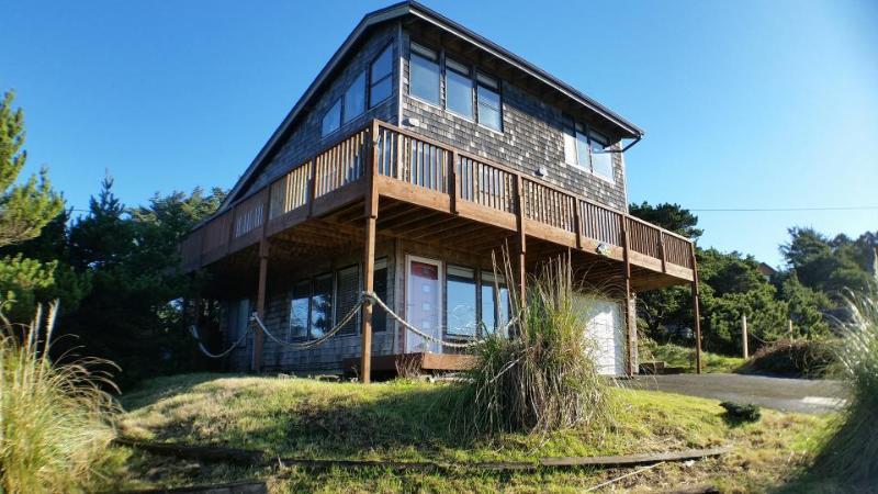 Three-story home w/gorgeous ocean views. Walk to everything! - Image 1 - Manzanita - rentals