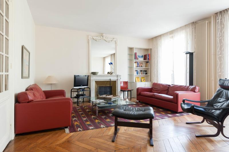 onefinestay - Rue Jussieu private home - Image 1 - Paris - rentals