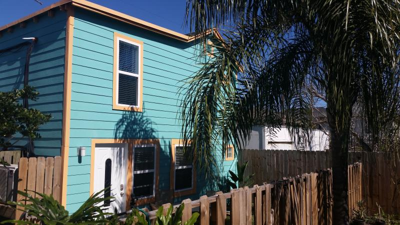 Front of Beach Side Bungalow - Beach Side Bungalow - Galveston - rentals