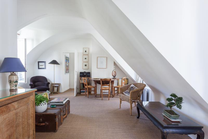 onefinestay - Rue Saint-Paul private home - Image 1 - Paris - rentals