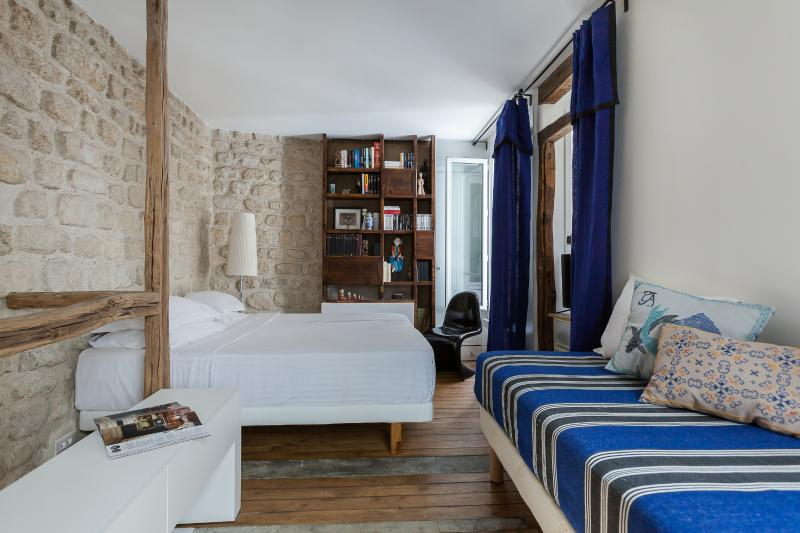 onefinestay - Rue Tholozé private home - Image 1 - Paris - rentals