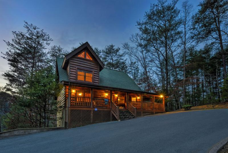 ENCHANTED FOREST-LUXURY 2/2-RESORT INDOOR/OUT POOL - Image 1 - Pigeon Forge - rentals