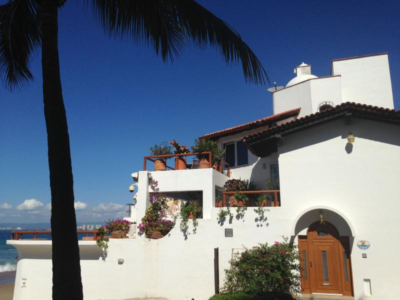 Front house view to the street - PRIVATE HOUSE LOCATED DIRECTLY ON A BLUE FLAG BEACH - Puerto Vallarta - rentals
