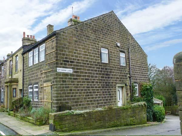 DAILY'S PLACE, character, wodburners,pet-friendly, WiFi in Haworth Ref 929569 - Image 1 - Haworth - rentals