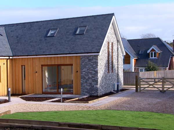 EVERDENE, superb semi-detached cottage, en-suite, off road parking, in Upwey, Ref 932160 - Image 1 - Upwey - rentals