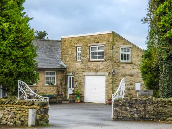 FOXHOLES LODGE, cosy, stone-built, patio, off road parking, walks from door, in Giggleswick, Ref 932966 - Image 1 - Giggleswick - rentals