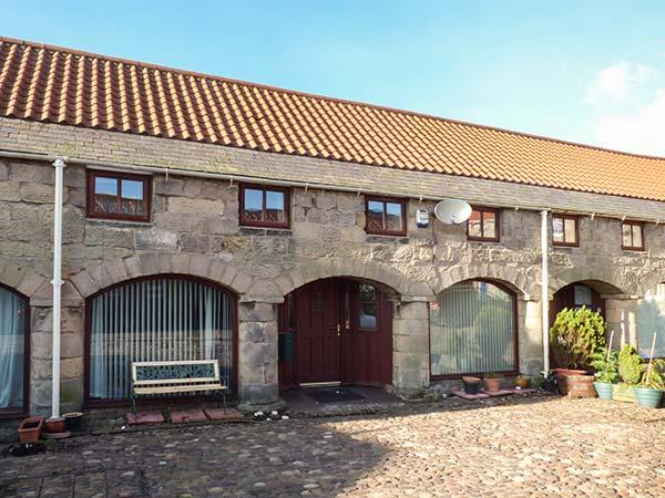 THE MISTAL, pet-friendly, open plan, close to National Park, Alnwick, Ref 933281 - Image 1 - Alnwick - rentals