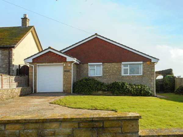 LINDEN LEA detached, ground floor, sea views, close to beach and walks, hot tub in West Bexington Ref 933164 - Image 1 - West Bexington - rentals
