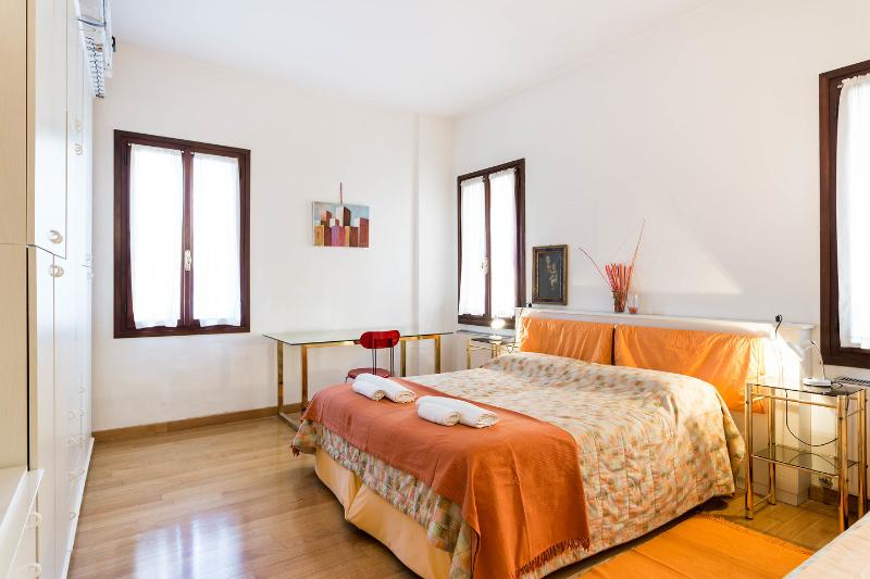 The Master Bedroom - Sunny House in Venice - Venice - rentals