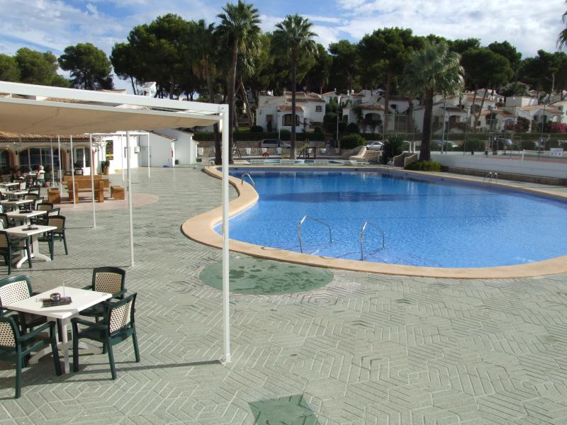 pool area one of the largest in Javea now has safety fence also - 2 bedrm gnd flr,garden apartment+a/c htg WiFi UKtv - Javea - rentals
