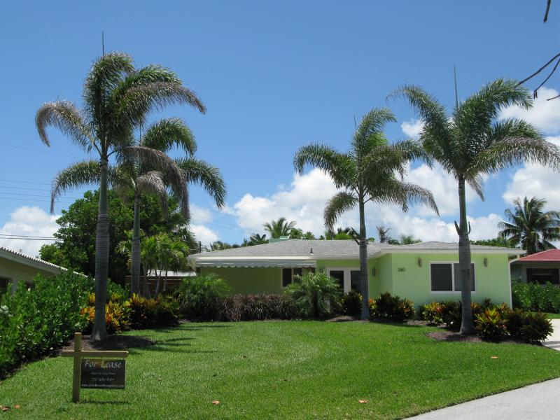 View of house from street - The Heart of Juno Beach - Juno Beach - rentals