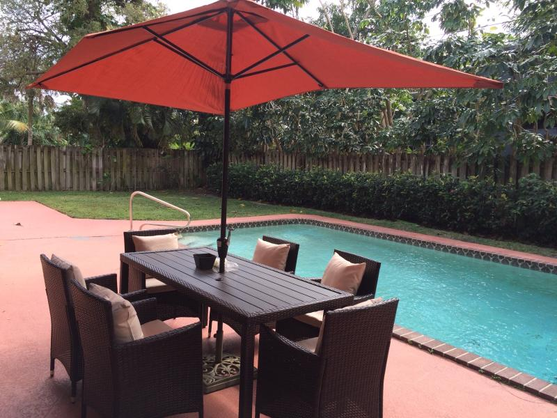 Large Poolside - excellent for entertaining - FAMILY VACATION HOME RENTAL  POOL HOLIDAY  FLORIDA - Boca Raton - rentals