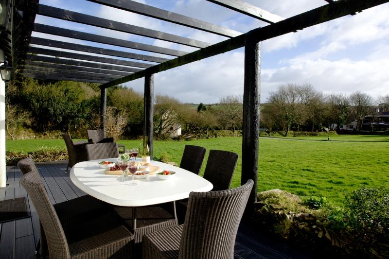 Cedar, Woodland Retreat located in Wadebridge, Cornwall - Image 1 - Wadebridge - rentals