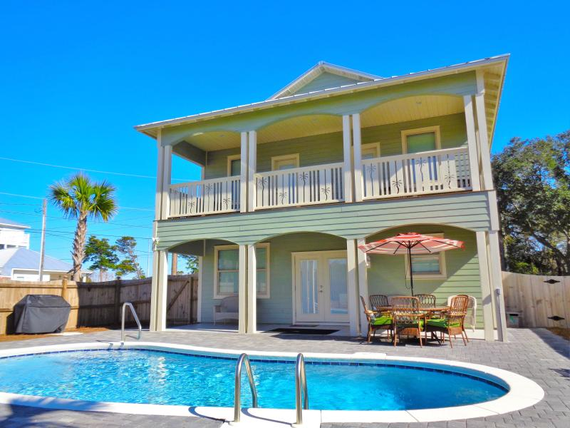 pool area - Brand New!!! Lazy Palm 7BR 5 1/2BA w/ Private Pool - Destin - rentals