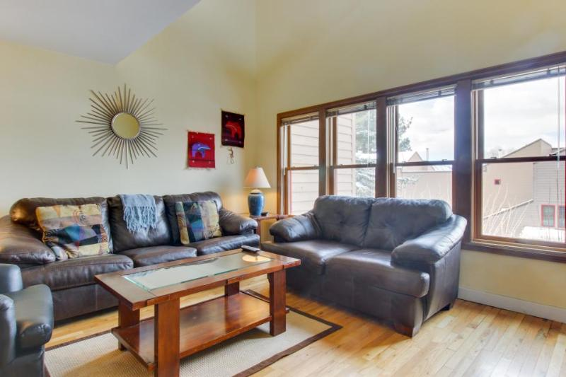 Cozy condo w/ pool, hot tub, & Fort Lewis College next door! - Image 1 - Durango - rentals