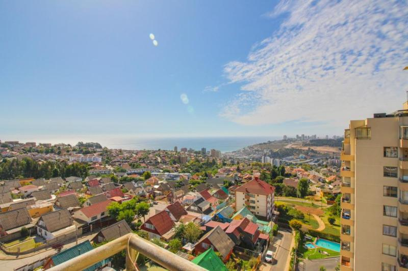 Great views, shared pool & 10-min drive to the city & beach! - Image 1 - Vina del Mar - rentals