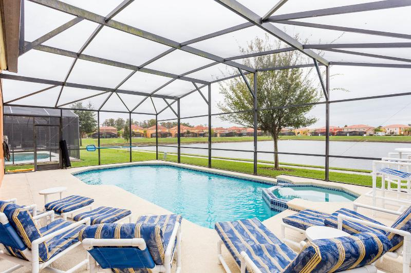 The pool and spa are heating available on request. BBQ available on request. Contact for cost. - Luxurious 6 bed pool home with spa close to parks! - Kissimmee - rentals