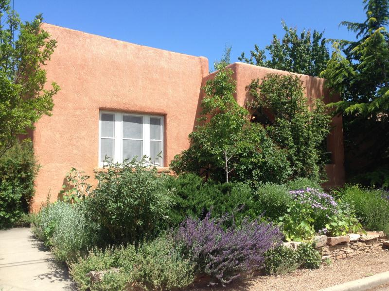 Front of house from the quiet street. - Groups! Large Downtown Historic Home. Big Hot Tub! - Santa Fe - rentals
