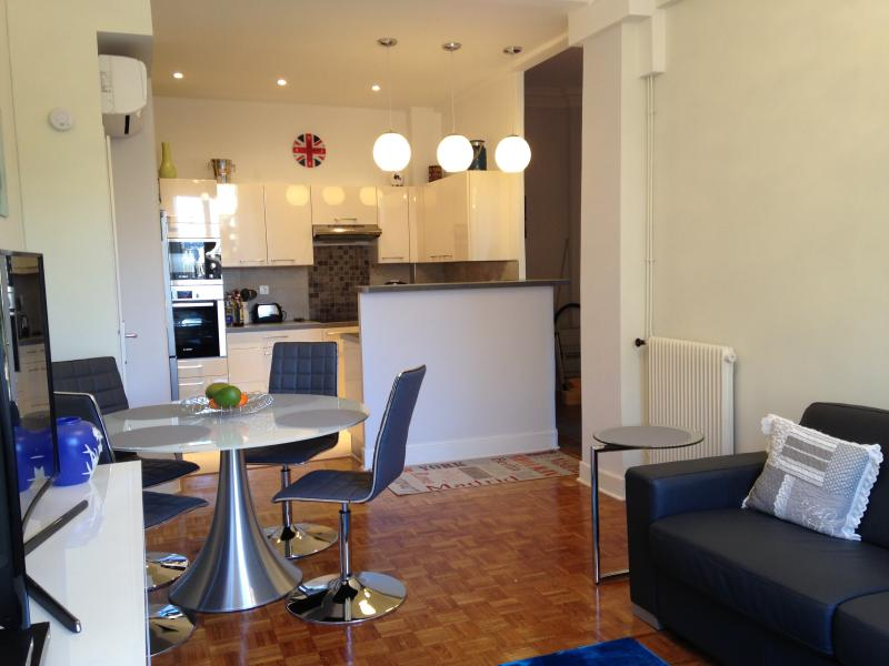 OPEN CONCEPT DINING AND KITCHEN - APT 2BR 2BA WITH AC 3 MINUTES WALK TO THE BEACH - Nice - rentals