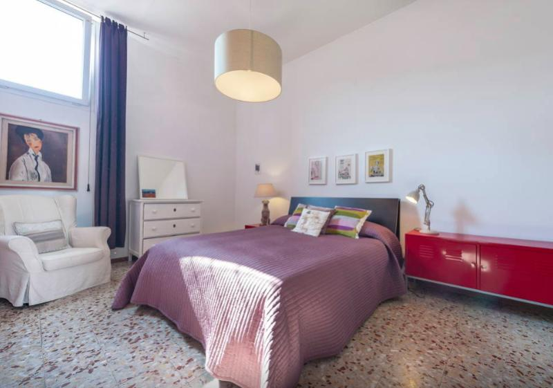 Bedroom with wardrobe, Air conditioned - Civico 18 Quiet Central 3 Bedrooms Florence - Florence - rentals