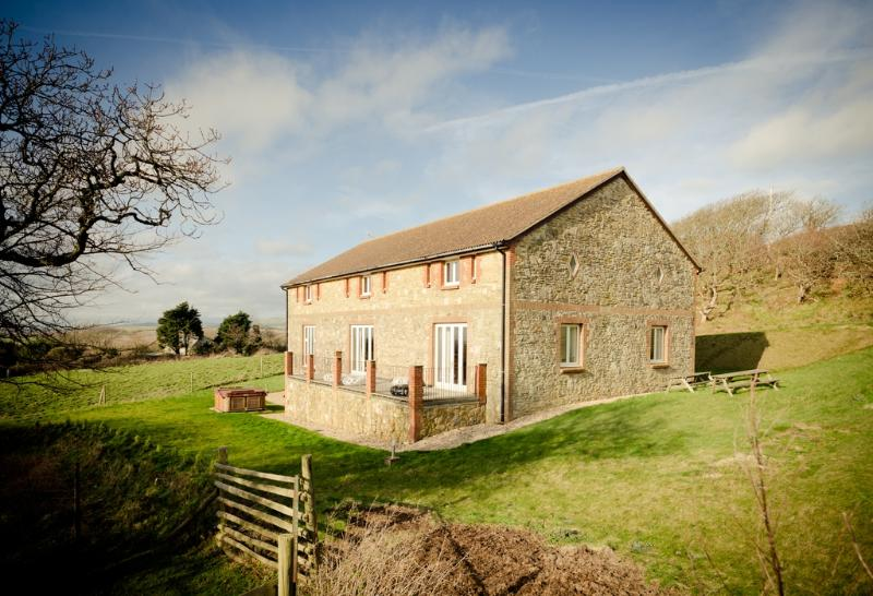 Gladices Barn located in Ventnor, Isle Of Wight - Image 1 - Freshwater - rentals