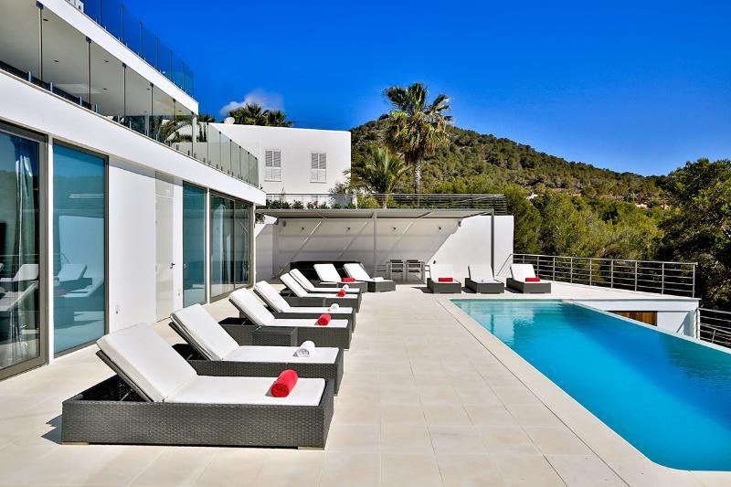 Villa Q, Sleeps 10 - Image 1 - Talamanca - rentals