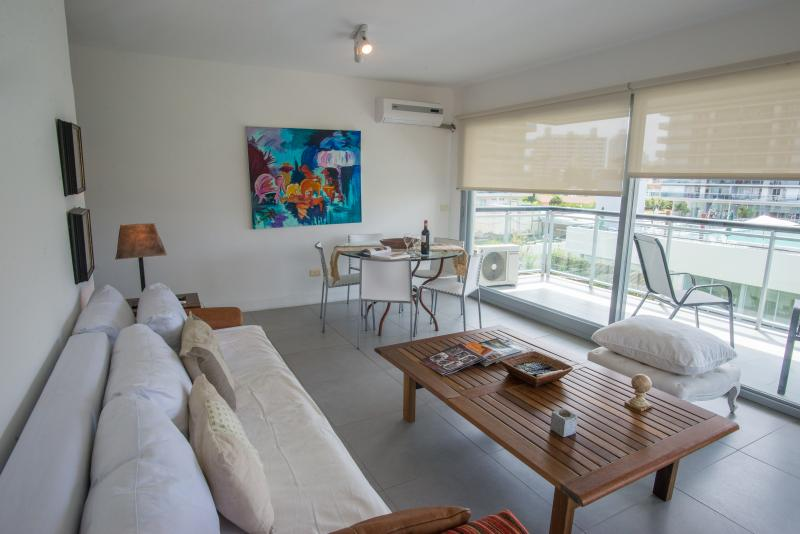 large living room AC and cable TV. Wifi Internet - LOCATION! LOCATION! LOCATION in PUNTA del ESTE, UR - Punta del Este - rentals
