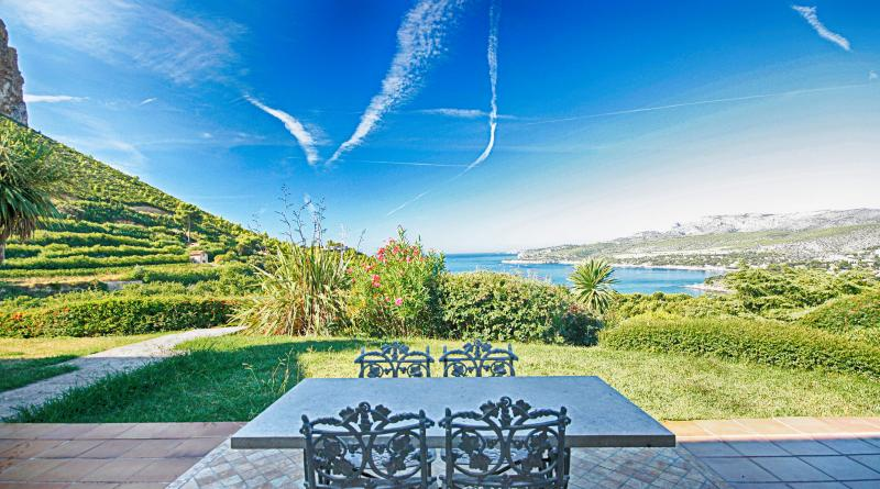 Sea-View Villa with Pool & Tennis Court, Cassis - Villa Cassis - Image 1 - Cassis - rentals