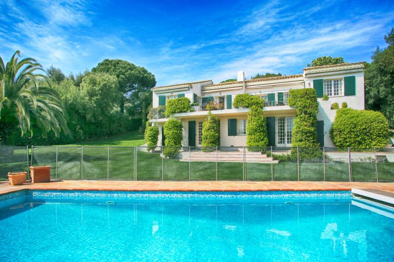 Beautiful Villa Accessible to Beaches and Near Sainte Maxime - Villa Beauvallon - Image 1 - Saint-Maxime - rentals
