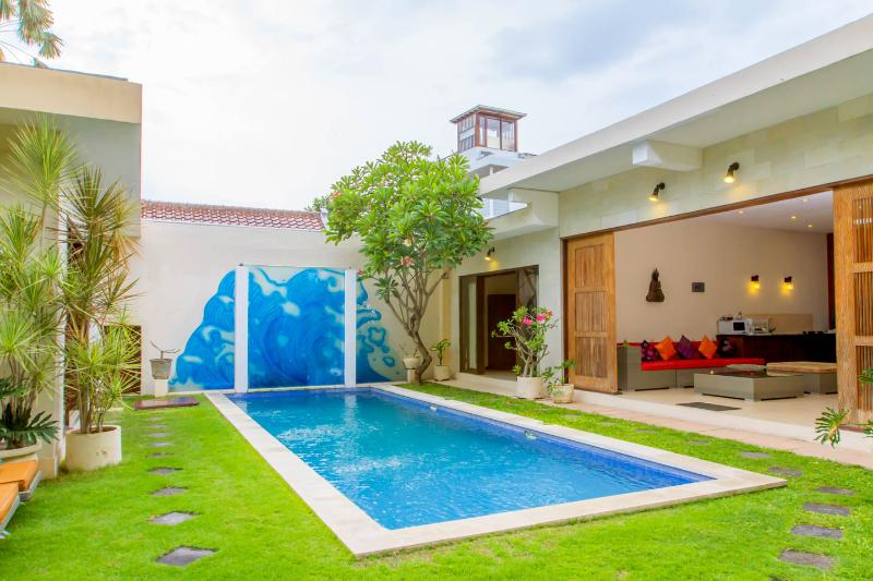 Enjoy the feeling of hidden paradise in middle of seminyak Bali - Daria Seminyak 2,3,4,5..12 Bedrooms, Hidden Paradise in the heart of Seminyak - Seminyak - rentals