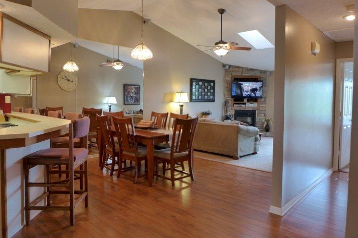 View of the Dining/Living Areas - Penthouse Pointe Royale 2 Bedroom Condo (11-12) - Branson - rentals