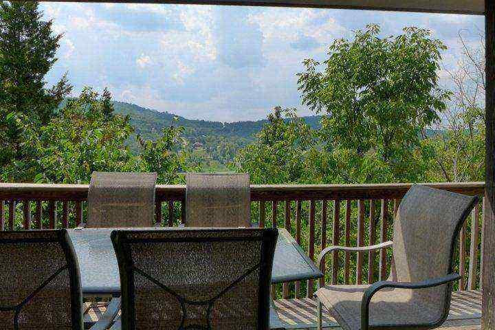 Private Covered Deck - Penthouse Pointe Royale 2 Bedroom Condo (11-12) - Branson - rentals