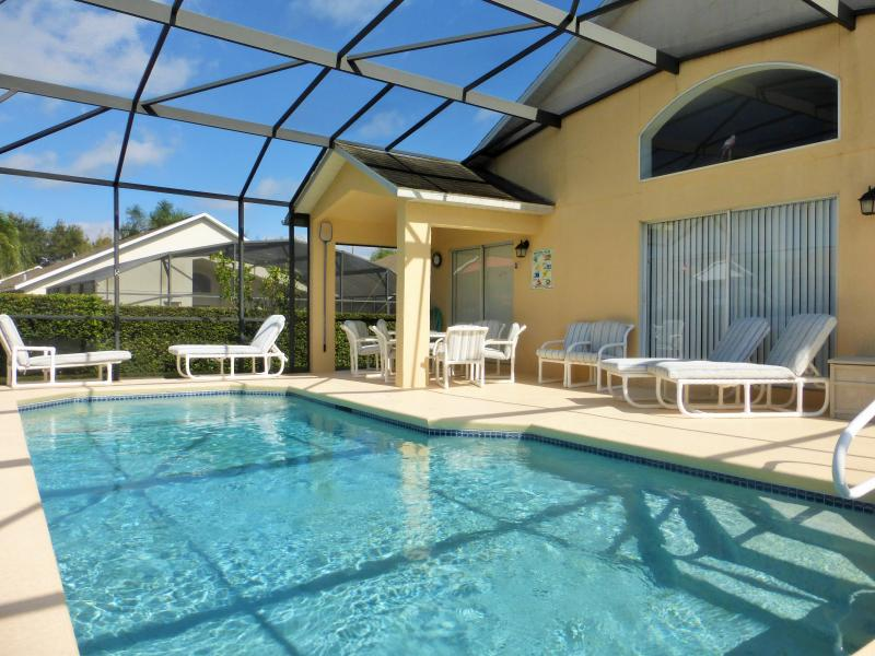 Villa Southern Dunes - Large pool deck with seating for all - Villa Southern Dunes with Golf/Pool/Games/WiFi/BBQ - Haines City - rentals