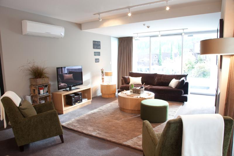 Comfortable, cosy lounge area. - Kent Street Apartments Element Escapes - Queenstown - rentals